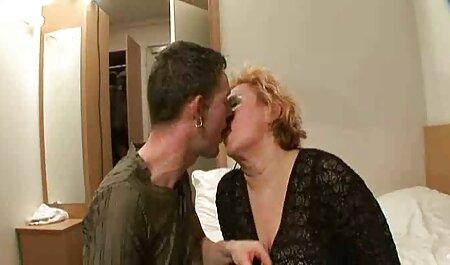 Blonde sexy mature porno gratuit hd en collants aime le lait de l'homme